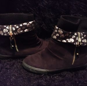 Shoes - Size 7 fold down skull boots